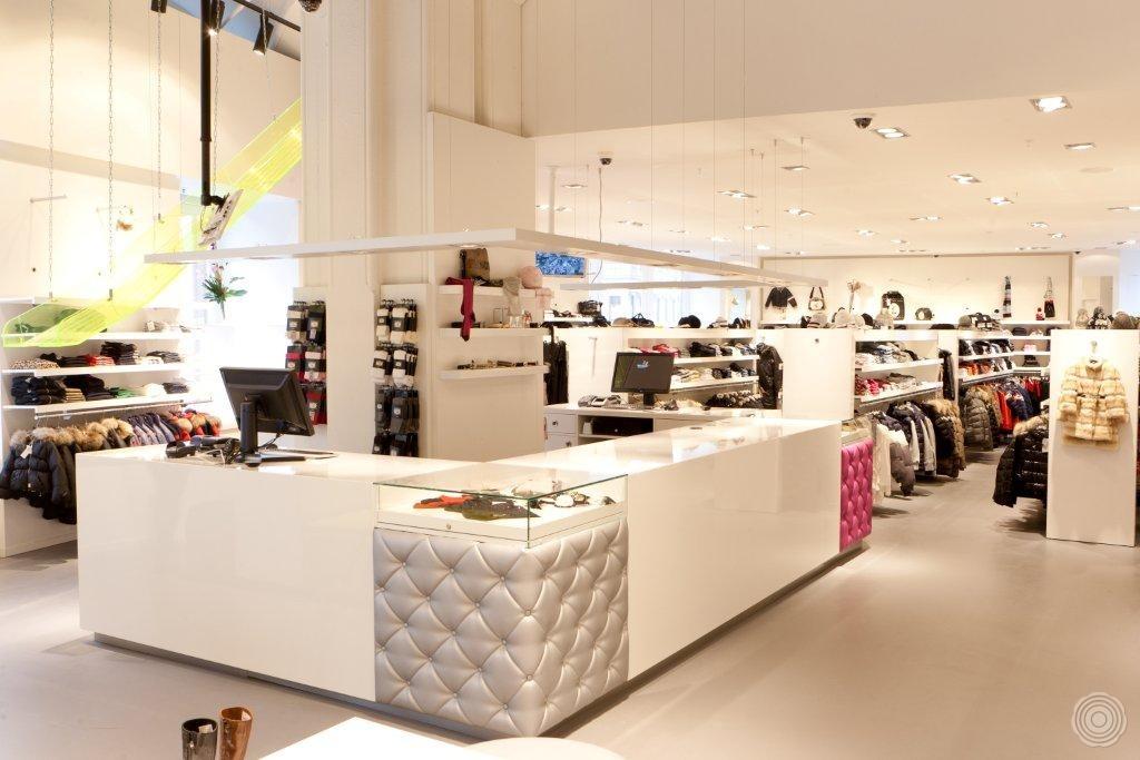 strak stijlvol en warm een winkelvloer dat past bij een hoog